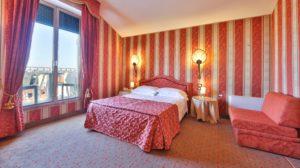 Tessuto Tesato e Moquette rosa hotel