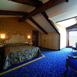 Moquette Blu stanza di albergo e tessuto tesato